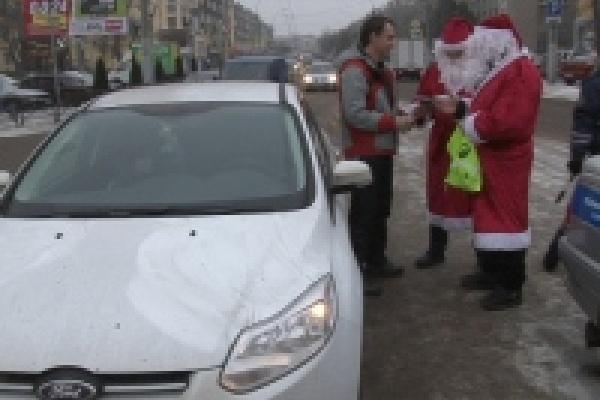 В Липецке на дороги вышли Дед Морозы