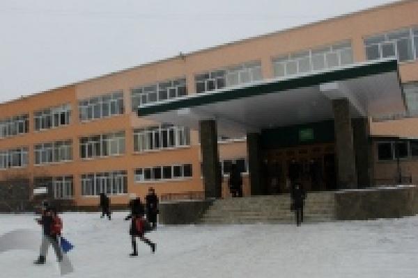 В школах Липецка начали принимать документы от родителей будущих первоклассников