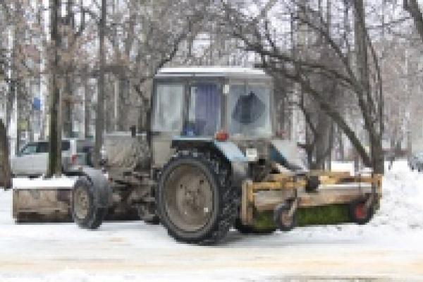 Михаил Гулевский потребовал от коммунальных служб активизировать работу по ликвидации последствий снегопада