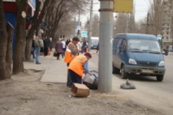 После зимы с улиц Липецка уже вывезли около 4 тысяч кубометров грунта