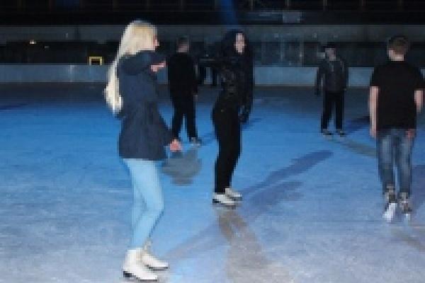 СК «Звездный» приглашает на дискотеку на льду
