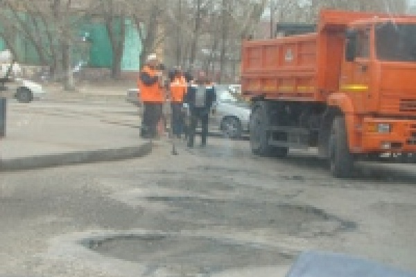 В Липецке продолжается текущий ремонт дорог