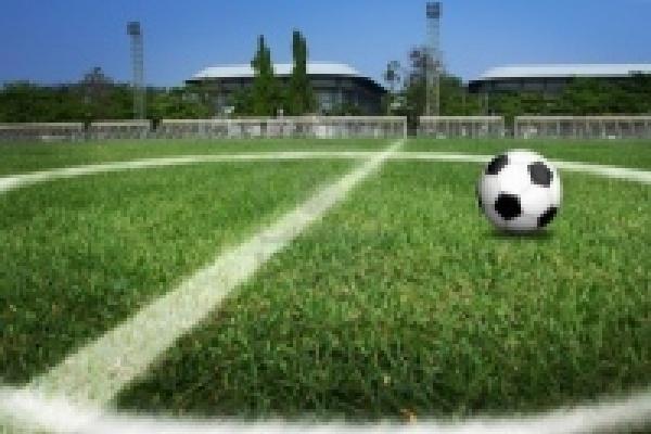 На стадионе «Янтарь» открыли новое футбольное поле