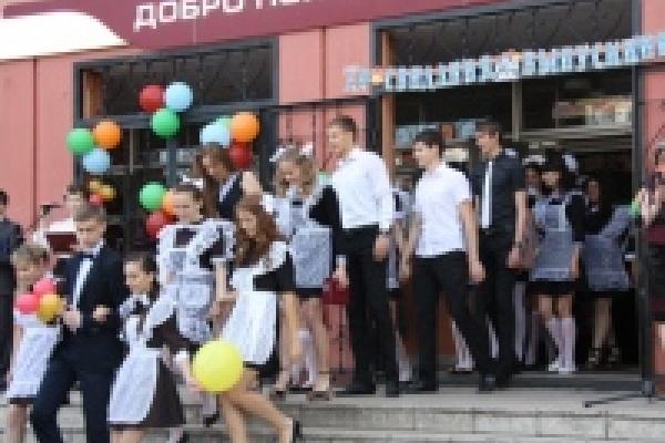 В Липецке прозвенел последний звонок для 6 500 выпускников
