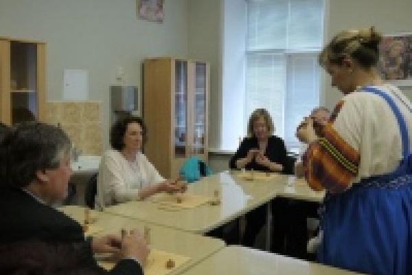Липчане научили англичан лепить глиняные игрушки