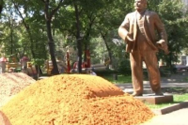 В Липецке Ленина сняли с постамента