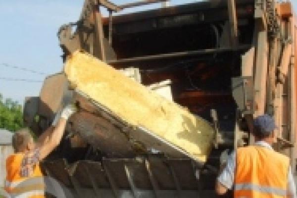 С окраин Липецка начали вывозить крупногабаритный мусор