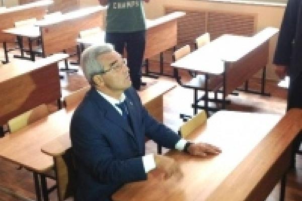 Мэр Михаил Гулевский проверил готовность школ к новому учебному году