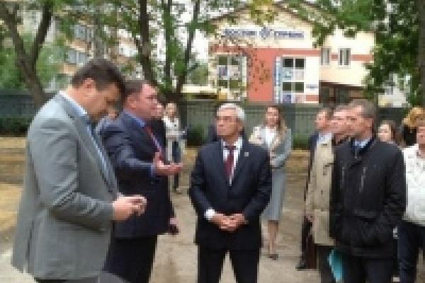 Михаил Гулевский и Игорь Тиньков проверили строительство детских садов