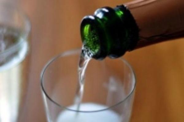 Липчане с водки и вина переходят на коньяк и шампанское