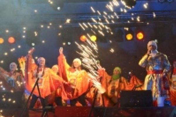 В Липецке под фейерверк зажгли чашу Олимпийского огня