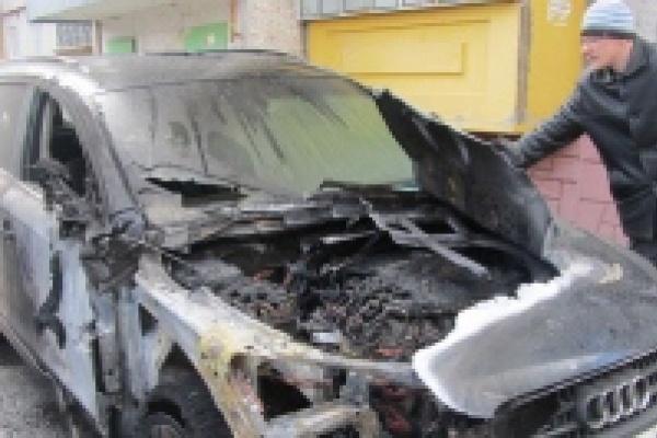 В Липецке сгорел автомобиль депутата облсовета от фракции КПРФ