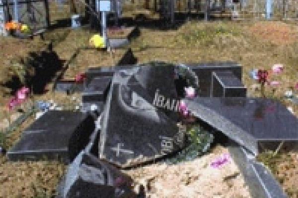 За надругательство над местами захоронения накажут родителей вандалов