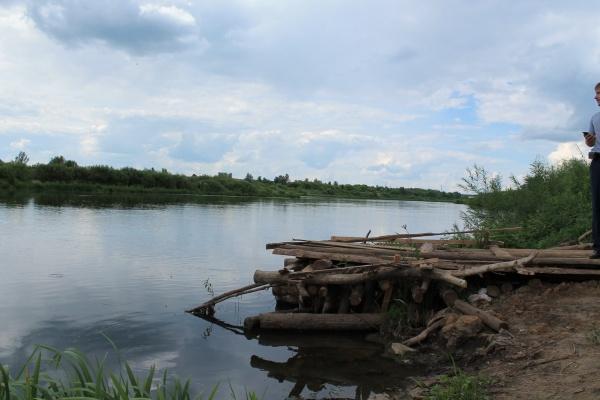 Власти Задонского района закрывают глаза на слив в реку Дон канализационных стоков