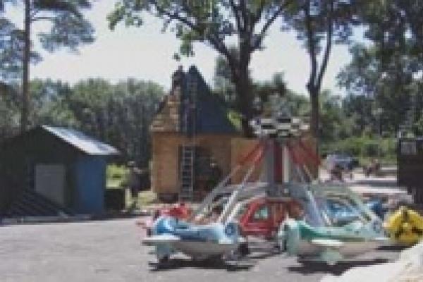 По Верхнему парку можно прокатиться на каноэ