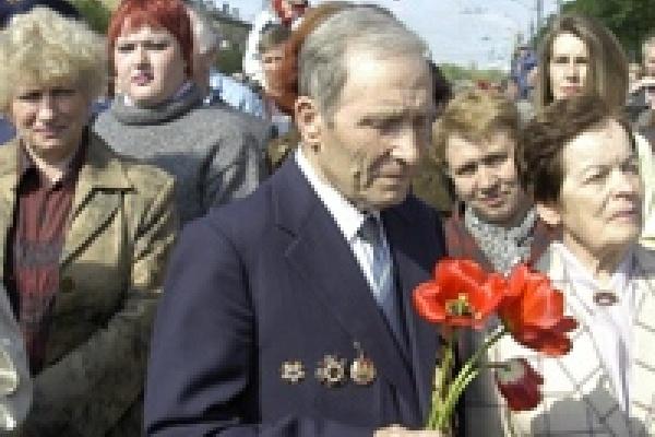 Пятьдесят липецких ветеранов бесплатно получили  «мобильники»
