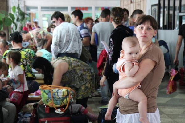 Сотрудники МЧС продолжают работу на пунктах временного размещения беженцев в Липецкой области