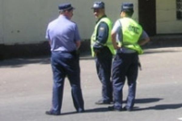 Водителей штрафуют за стоянку на газонах
