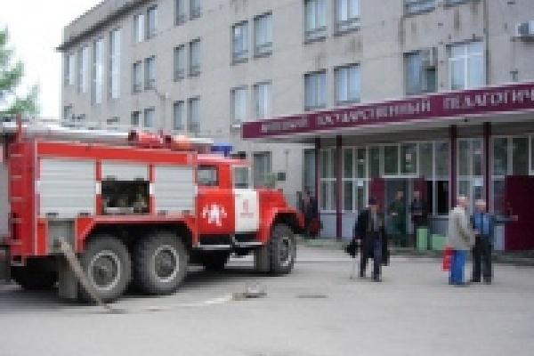 Здание педагогического университета под угрозой взрыва