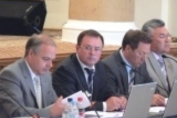 Депутаты решили поддержать бедных адвокатской помощью, а спиртзаводы и артистов - рублем