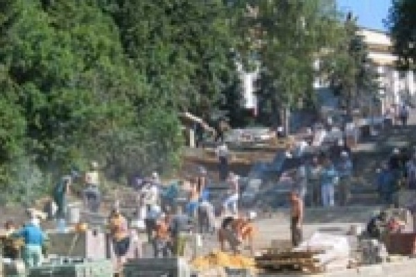 Завершается реконструкция Петровской лестницы