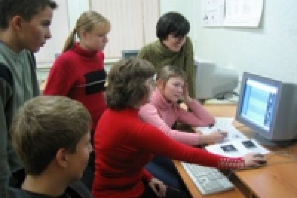Учителя Липецка принимают виртуальные поздравления