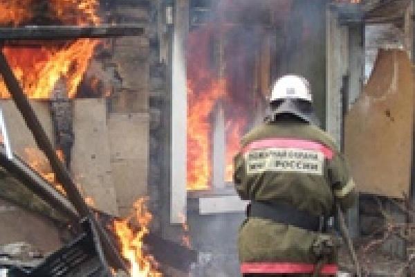 В «Гидроприводе» сгорела бытовка