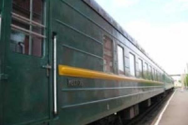 В Липецке подростки забросали камнями поезд