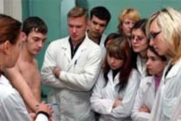 Требуются 117 докторов