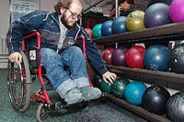 В Липецке инвалиды померяются силами в боулинге