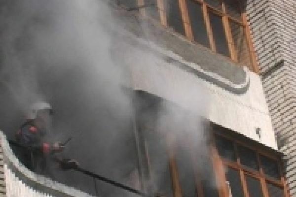 Инвалида выводили из огня в кислородной маске