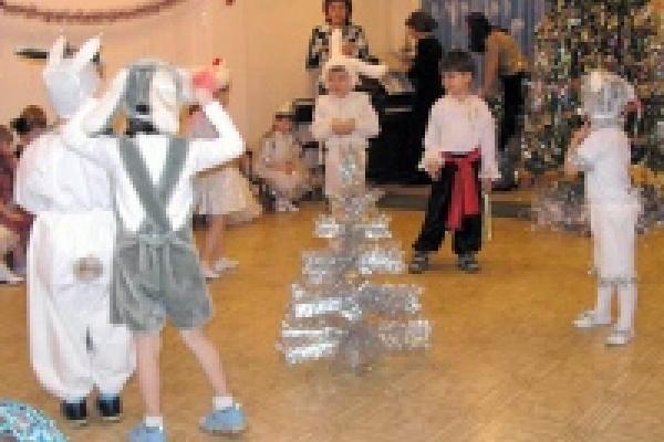 Скакать у новогодней елки будем до 10 января