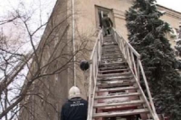 Пожарные тушили здание УВД