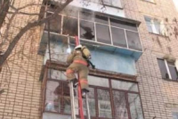 В Липецке эвакуировали людей из горящего дома