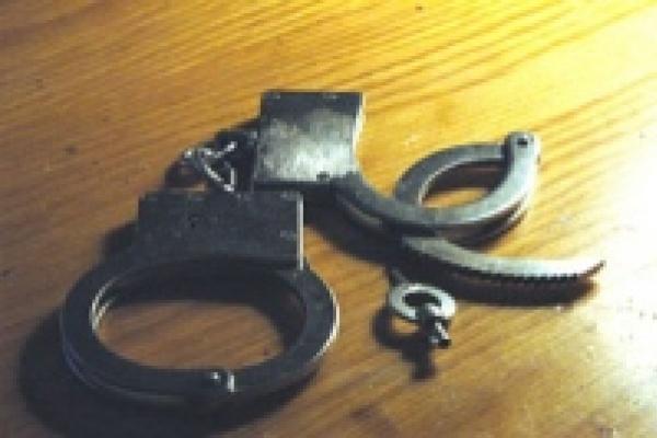 Липчанин целый месяц держал в страхе милиционера и его семью