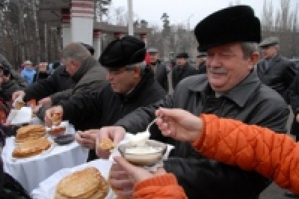 Липчан накормили 32 тысячами блинов