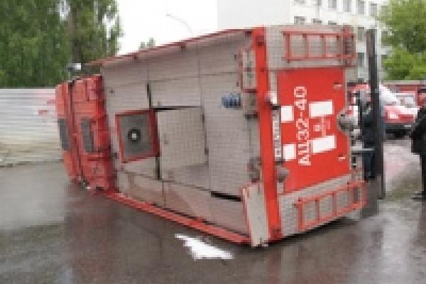 В Липецке «Волга» столкнулась с пожарной машиной