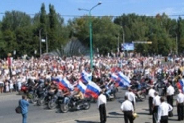 В Липецке флаг России популяризировали с помощью байкеров