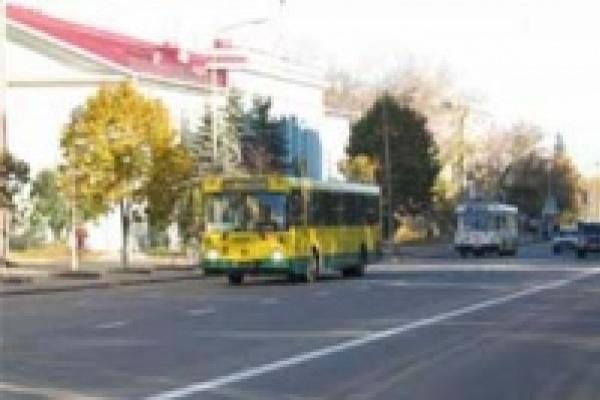 Две недели автобусы будут ездить с горящими фарами