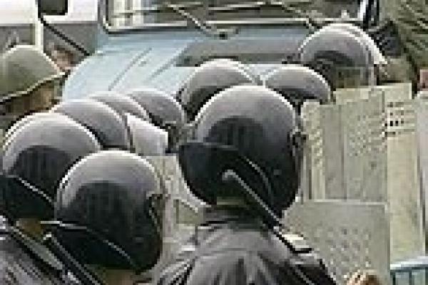 Жители Матырского перекрыли железную дорогу