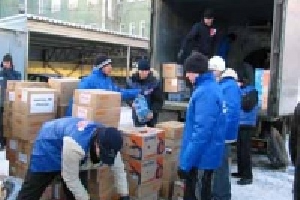 В Мурманск повезли утюги и пылесосы