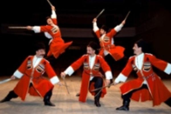 «Казаки России» учат зэков танцам