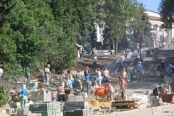 Строители лестницы на Соборной зажали больше миллиона