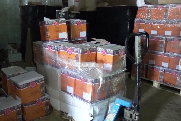 Полиция не дала липецкому предпринимателю распродать с нелегального склада алкоголь на 8 млн рублей