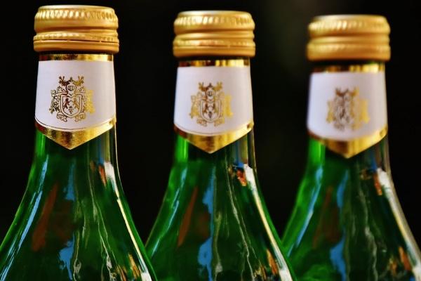 Липецкому предпринимателю-нелегалу грозит 3 млн рублей штрафа за торговлю фальсифицированным алкоголем