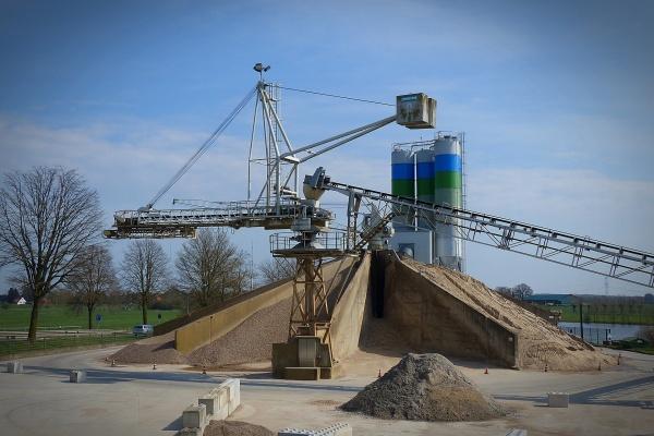 Глава КФХ в Ельце отдал земли сельхозназначения под строительство асфальтобетонного завода
