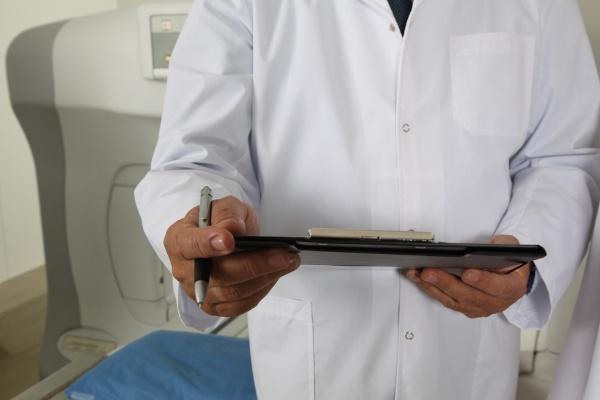 В Липецке может разгореться очередной скандал с занижением заработной платы медикам