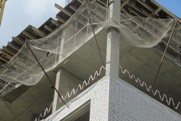 Снос двух этажей в скандальном липецком долгострое затягивается на неопределенный срок