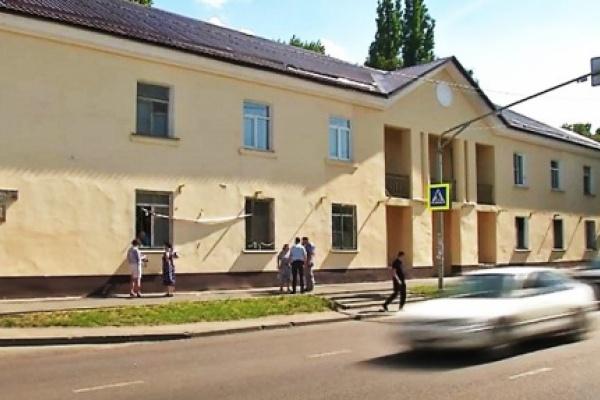 В Липецке брошенные на произвол судьбы пенсионеры боятся погибнуть под завалами аварийного дома