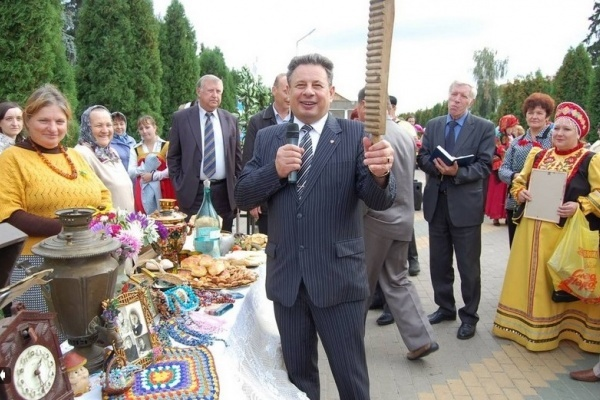 Экс-главу Добровского района Анатолия Глазунова лишили особняка